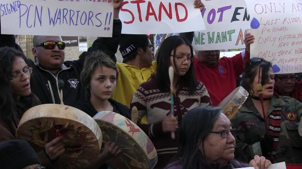 Oct. 23, 2014: Members and supporters of Pimicikamak Cree Nation rallied at Manitoba Hydro's Winnipeg Headquarters to explain the reasons for their occupation of the Jenpeg Generating Station. Photo: Paul S. Graham