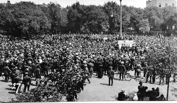 L. B. Foote / Winnipeg Free Press Archives 1919 Strike Crowd gathers at Victoria Park